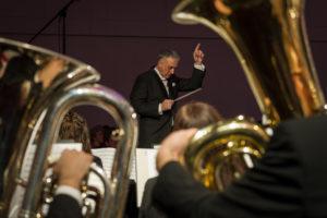 Dirigent in action